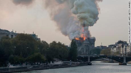2019 Notre Dame-incendio-en-la-catedral-de-notre-dame-paris-llamas-fuego-intenso-brk-00000000-large-169